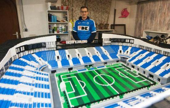Deze voetbalfan bouwde in twee jaar een reusachtig Lego-stadion