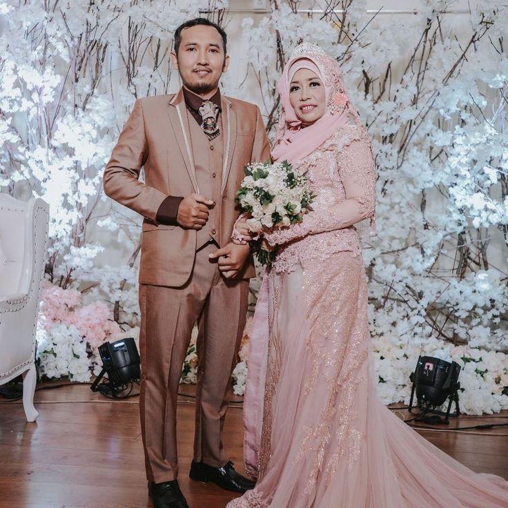 "94 Likes, 1 Comments - Laksmi Wedding Muslimah (@laksmimuslimah) on Instagram: ""Busana pink dari @kebayalaksmi ini pas banget disandingkan dengan jas warna coklat kayak gini ^^…"""