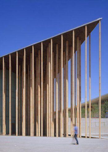 Francisco Mangado Spanish Pavilion: columns with ceramic exterior