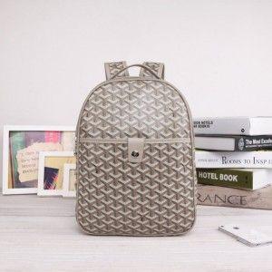 sac à dos goyard gris 1.Marque  : goyard 2.Style  : Sac à dos Goyard 3.couleurs : gris 4.Matériel :PVC avec cuir 5.Taille: W25cm×H32cm×D8cm