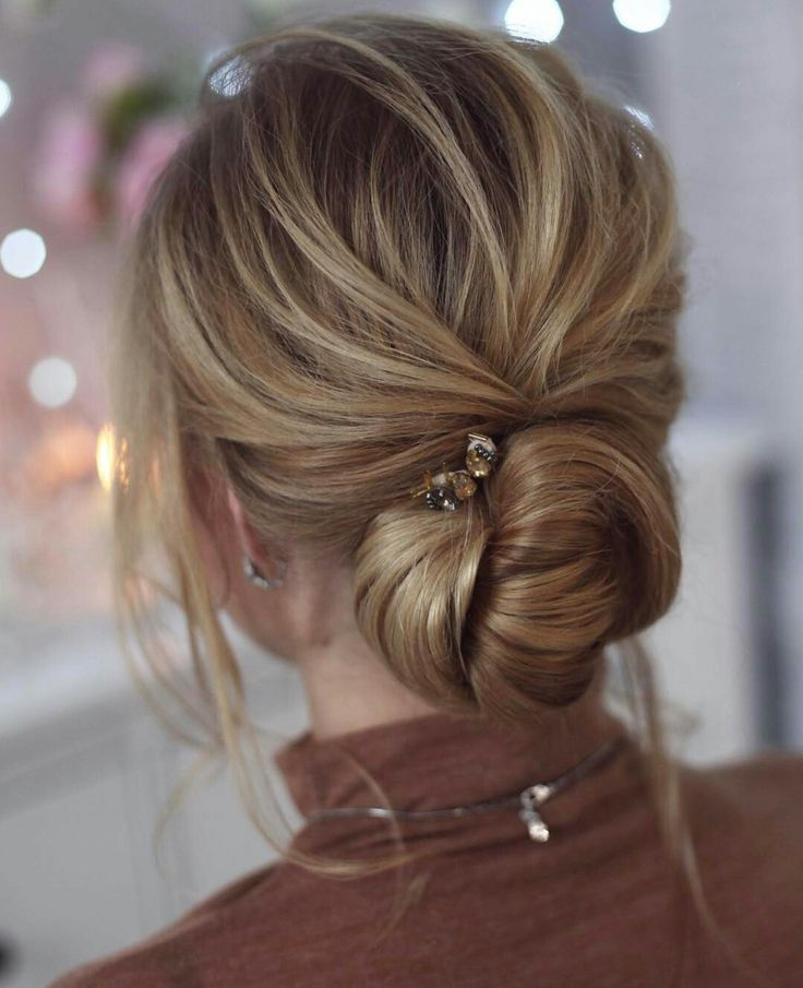 Love this knotted bun. I'd like this a little higher on the head and with a bigger hair piece. Veil can still go over the bun.