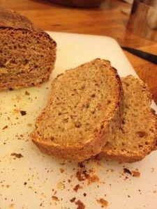 Pain traditionnel au levain et petit épeautre complet (farine à IG 40)  http://megalowfood.com/pain-rustique-au-petit-epeautre-integral/