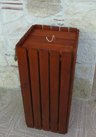 Wooden trush bucket