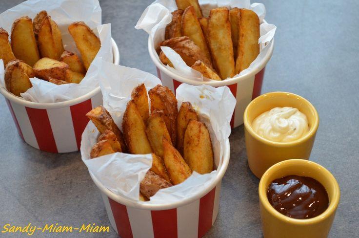 Voici donc la recette des potatoes qui ont accompagné nos nuggets maison, tous deux réalisés avec ma puce de 5 ans (bientôt). La recette est également tirée du livre Mes recettes préférées d'Annabel Karmel. Et je dois avouer que les deux recettes étaient...