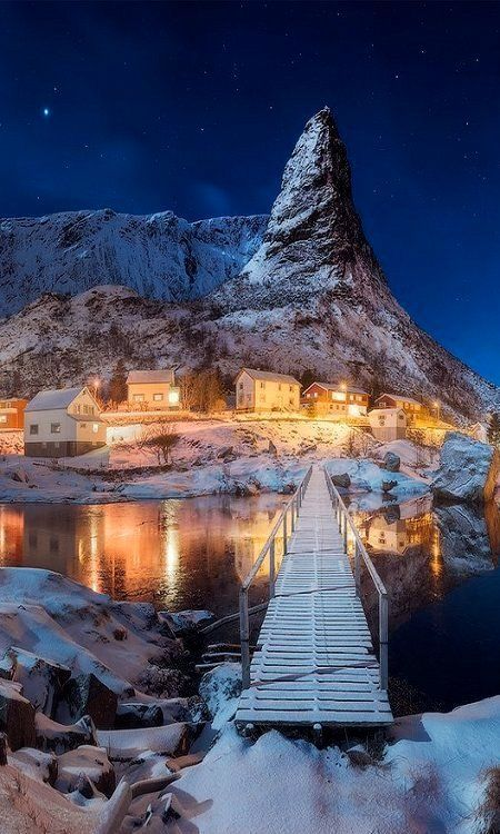 best-things:    Amazing winter paradise in Reine village, Lofoten, Norway