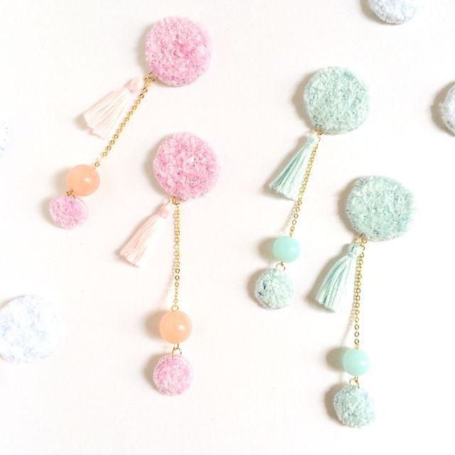 パステルカラーのカーペット刺繍片耳ピアス/イヤリング(ピンク/ブルー) | ハンドメイド、手作り作品の通販 minne(ミンネ)
