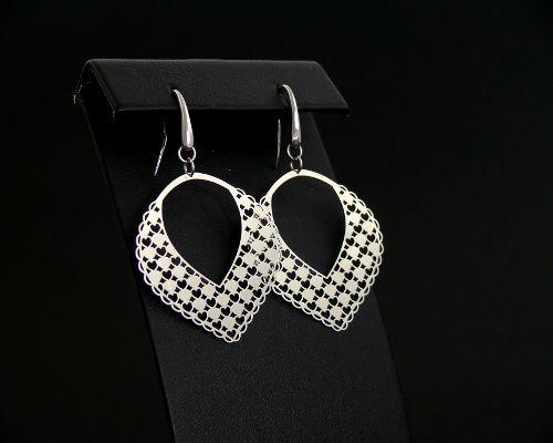 925 ezrelékesből készült ezüst fülbevaló.