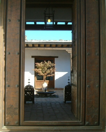 The main entrance leadng to the courtyard....
