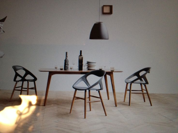 Wake spisebord og More spisestole - Bolia.com