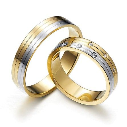 Gold bond – wedding rings decorated with longitudinal grooves and six diamonds