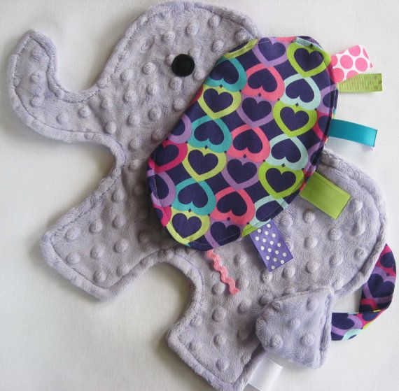 CUTE!! A different twist on the taggie blanket!