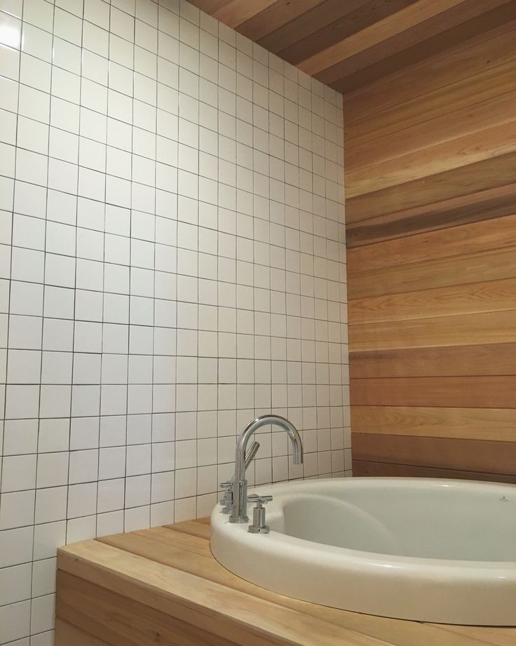 Aromatic Cedar Wood Japanese Soaker Tub White Square