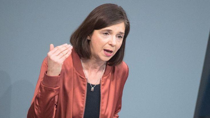 Die Grüne Katrin Göring-Eckardt wirft in der Debatte um die Essener Tafel der Union und SPD vor, für die Armut verantwortlich zu sein.