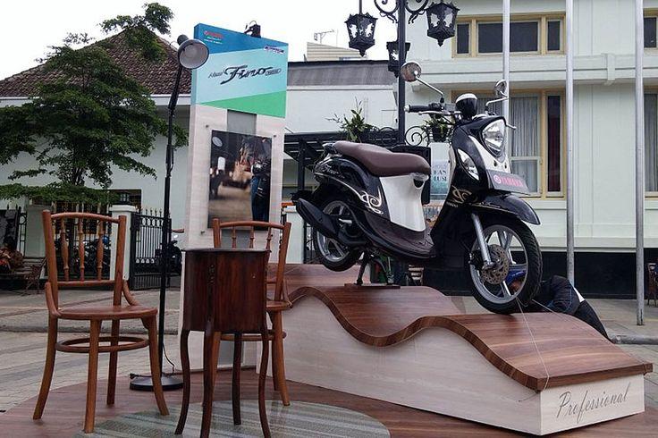 YAMAHA MIO M3 125, motor Yamaha matic dengan tampilan yang sporty dan trendy.Berkapasitas mesin 125 cc yang menghasilkan torsi maksimun hingga 9.6 Nm/5500 rpm.Mesin 4 langkah, 2 valve SOHC, berpe…