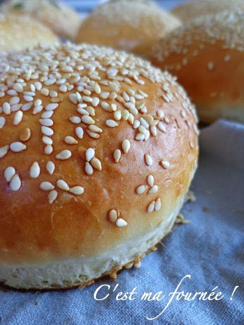 PAIN HAMBURGERS MAISON (Pour 9 burgers : 600 g de farine T45, 15 g de levure fraîche ou 5 g de levure sèche, 1 oeuf, 180 g de lait, 130 g d'eau, 5 g de sel, 15 g de sucre, 30 g de beurre pommade)