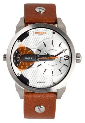 Relógio Diesel DZ7309/0BN prata, com logo da marca localizado, design moderno e elegante, ideal para o dia a dia.   Material da caixa: Aço inoxidável;   Material da pulseira: Couro;   Fechamento: Fecho buckle com dez opções de ajuste;   Funções: Modalidade analógica com dois mostradores de horas, minutos e segundos. http://www.dafiti.com.br/Relogio-Diesel-DZ7309%2F0BN-Prata-1592873.html?a_aid=Vanilla&utm_content=Vanilla&utm_medium=af&utm_source=1294241758&af=1294241758