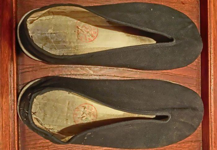 shoe-money-bruce-lee-slippers