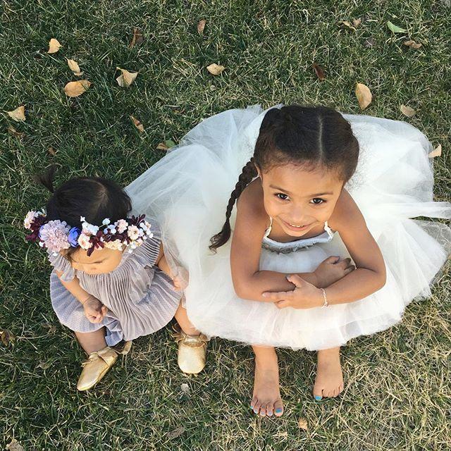 Elles sont si mignonnes et elle porte une si belle robe   – cute children
