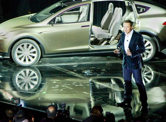 TAKE A GOOD LOOK - THIS IS HOW A TRULY GREAT MAN LOOKS!!!!! l Tesla Just Gave All its Patents Away to Anyone Who Wants to Use Them | Inhabitat