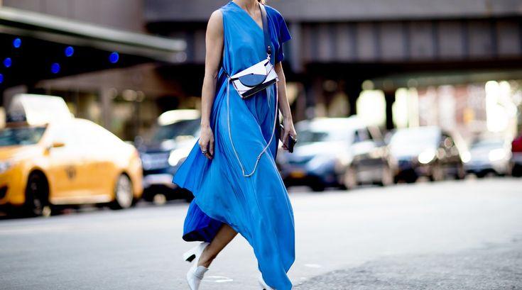 Die Trendfarbe, in der Sie 2018 unbedingt ein Kleid kaufen müssen, ist...