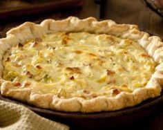 Quiche diététique aux poireaux, oignon et chèvre : http://www.fourchette-et-bikini.fr/recettes/recettes-minceur/quiche-dietetique-aux-poireaux-oignon-et-chevre.html