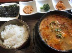 綱場町にある韓国料理薬膳料理が食べれるお店麦庵(bori-an)  ここでは本格的な薬膳料理を食べる事ができます()  飲み過ぎて二日酔いの日は無性に麦庵のスンドゥブが食べたくなりランチに滑り込み  ディナータイムには渡り蟹の醤油漬けガンジャンケジャンなどもありますよ()  何を食べても間違いなし薬膳でお肌もツルツル 韓国料理が好きな方は是非行ってみて下さい  福岡県福岡市博多区綱場町5-24 永野ビル 2F 092-263-3363  #韓国料理 #薬膳料理 #スンドゥブ #綱場町 #ランチ