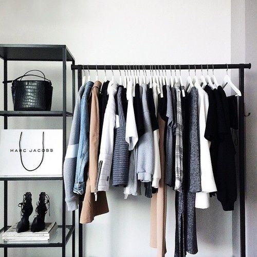 衣替えでストレス解消!「捨てられない服」とキッパリ別れる5つの秘訣 - Locari(ロカリ)
