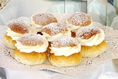 Semlebullar--cardamom buns with almond cream