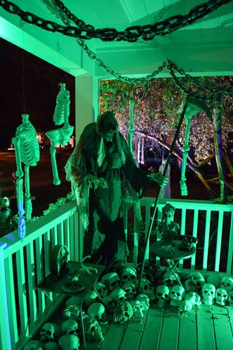 death i just love this porch scene halloween forum halloween houseoutdoor halloweenhalloween costume ideashalloween - Halloween House Decorating Ideas Outside