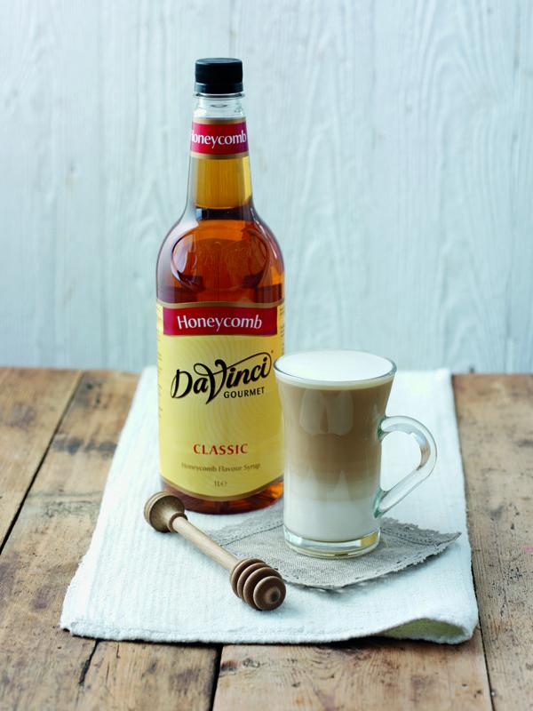 Syrop o smaku plastra miodu wzbogaci smak każdej herbaty i nie jednego rodzaju kawy.
