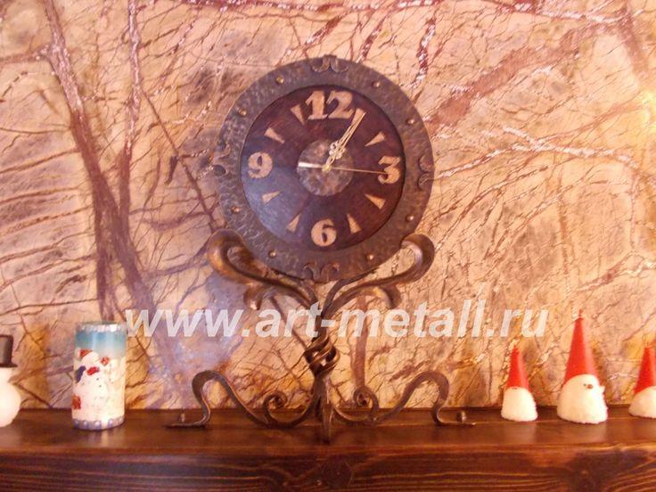 Кованые настольные часы. Дубовое основание.Wrought iron,oak table clock.
