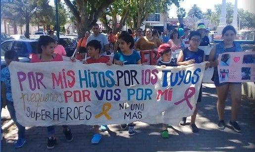 #La mamá de una niña fallecida hoy en Gualeguaychú pidió luchar contra el cáncer, las fumigaciones y Botnia - Diario del Sur Digital:…