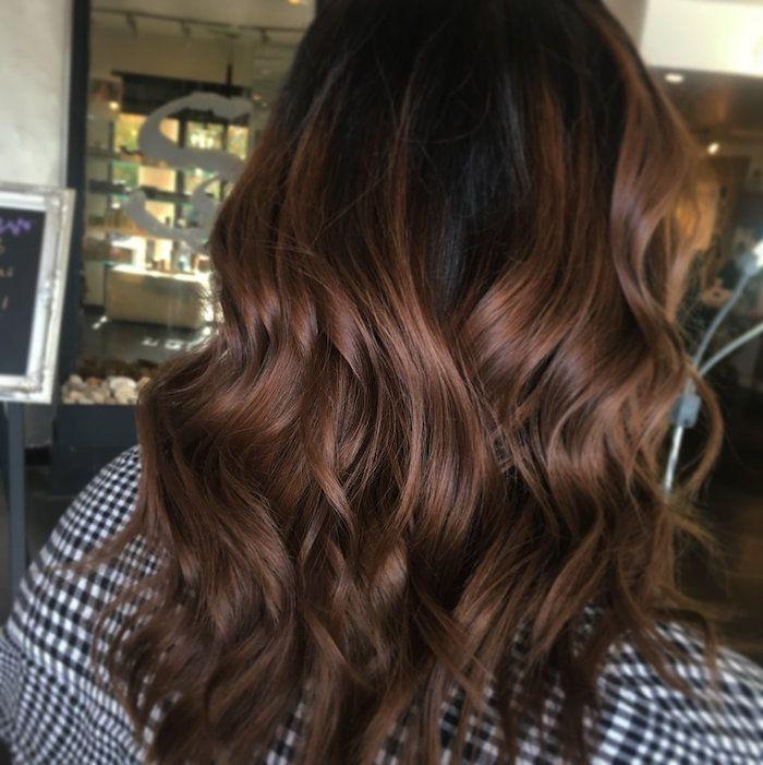 Couleur de cheveux marron glacé \u2013 une touche chaude et