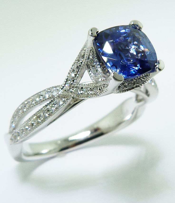 What a beautiful sapphire ring! www.troyshoppejewellers.com