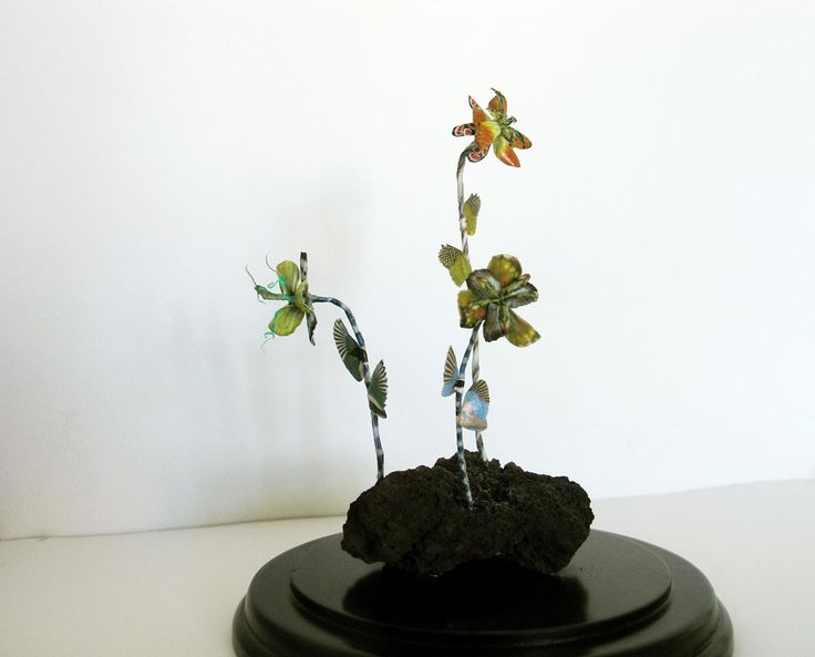 Erupting Flowers, DIA15 x H18 cm, in glassdome, 2016 by Iben Toft Nørgård