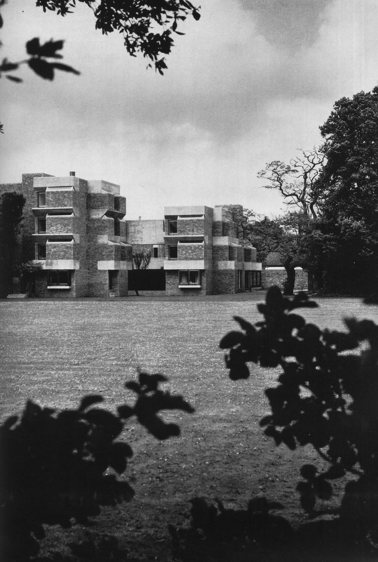 #Brutalism #Architecture  Pinned by www.modlar.com