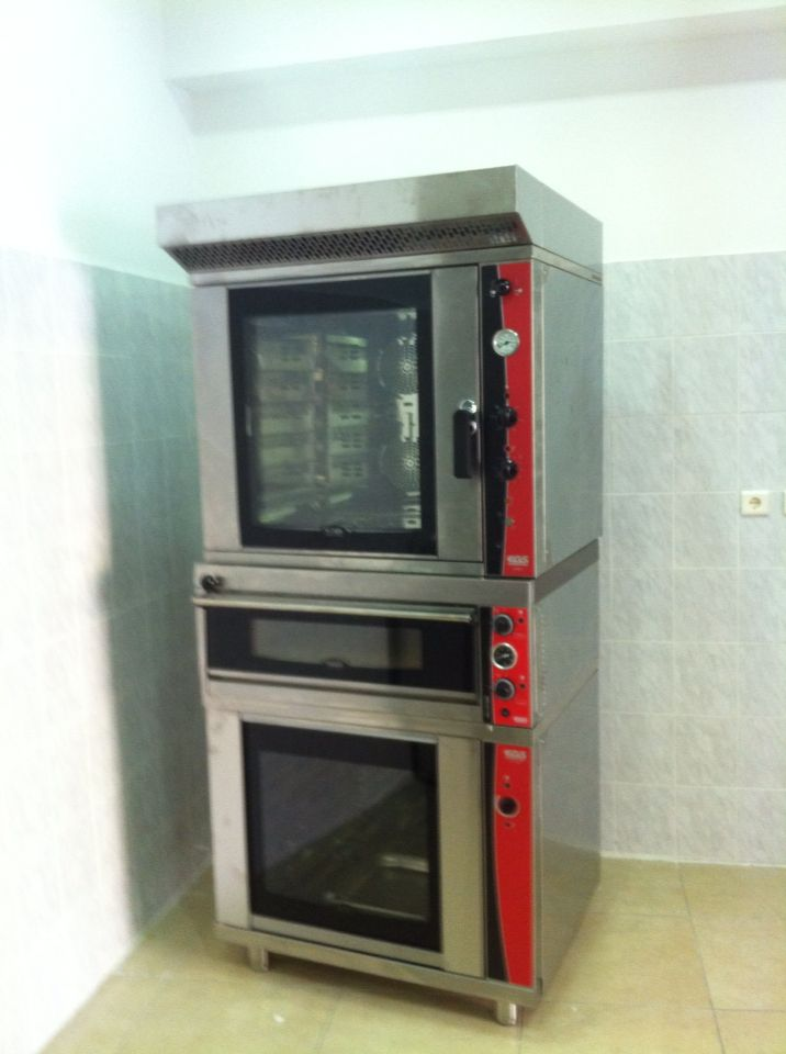 Bake center EGS oven at AGGELON GEUSIS Pastry shop.