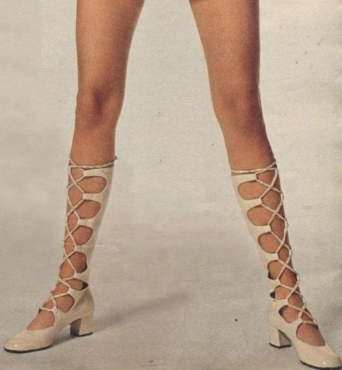 1960s shoe bliss.  I NEED THESE <3