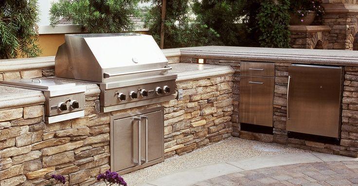 Stone outdoor kitchen design