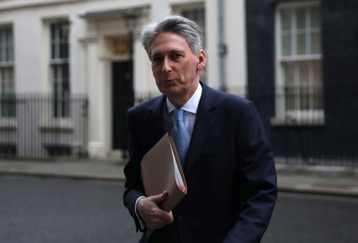 Philip Hammond shrugs off UK growth slowdown