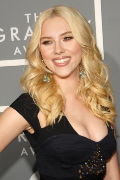 Scarlett Johansson find someone substitute her lover