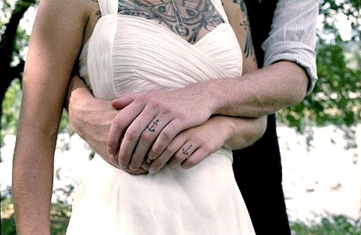 Los tatuajes para parejas presentan una infinidad de variantes en cuanto a diseños y significados. Incontables son las veces que en este sitio te presentamos nuevas y creativas ideas para que comparta