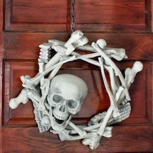 Try one of these spooktacular DIY halloween wreaths to scare your trick or treaters this Halloween! These creative wreath ideas include bats, spiders, pumpkins, skeletons and much more! Supplies You Can Get at Dollar Tree: burlap (brown, orange, green) fall and halloween florals skeletons, spiders, mini crows, bats, etc. wreaths (foam, wire, and willow) Dollar Tree …