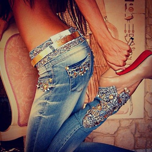 Love, love her embellished, bedazzled denim jeans. <3