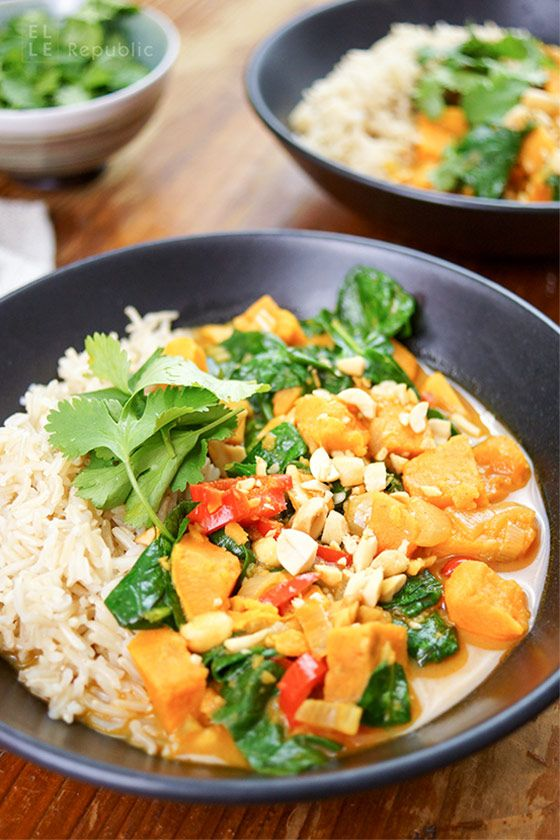 Easy Vegetarian Sweet Potato Red Thai Curry with Red Pepper and Spinach