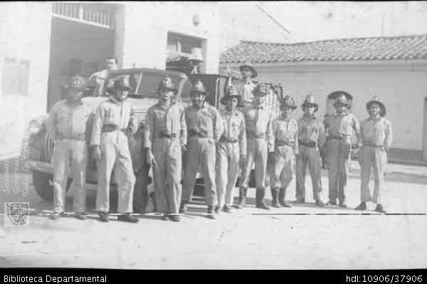Biblioteca Departamental Jorge Garces Borrero y LUIS ALFREDO DURAN. Cuerpo de bomberos de Palmira en 1961  PALMIRA: Biblioteca Departamental Jorge Garces Borrero, 1961. 13X8.