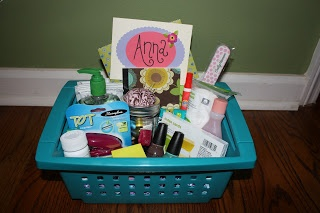 Girl's Dorm Room Survival Kit. Some of the things I wouldn't really want, but it's a nice idea and would pretty easy to customize. :)