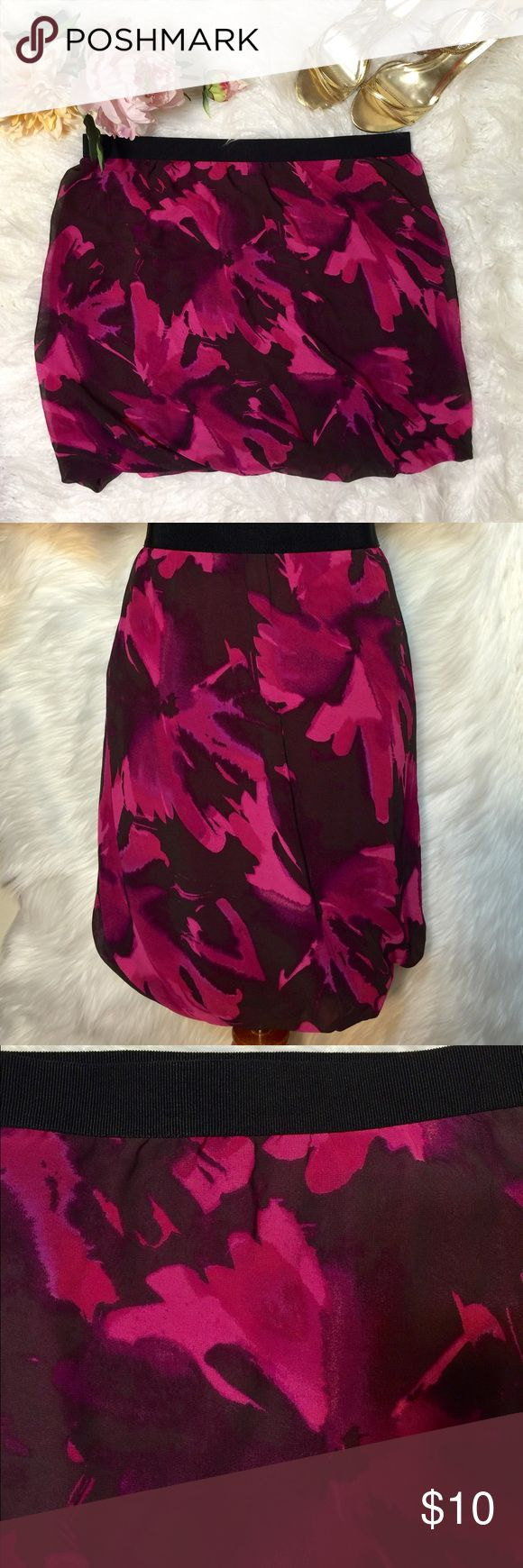 "4th of July SaleLoft Splash Floral Skirt S32-Beautiful color Splash that give you soft romantic appeal. Elastic waist- 100% Polyester, lining: 94"" Rayong & 6% Spandex. Flat across @ waist: 17"" & lenght: 18"". NWOT LOFT Skirts Mini"