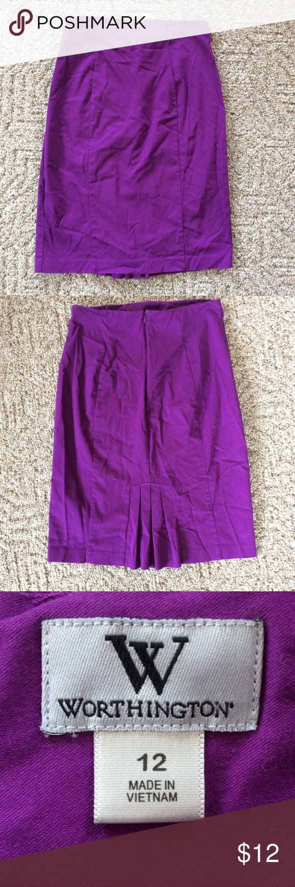 💙10K Sale💙Purple Pencil Skirt Purple pencil skirt with belt loops and back zipper/pleats from Worthington. Size 12. 🚫SMOKE FREE HOME🚫☄️Offers welcome and encouraged!☄️ Worthington Skirts Pencil