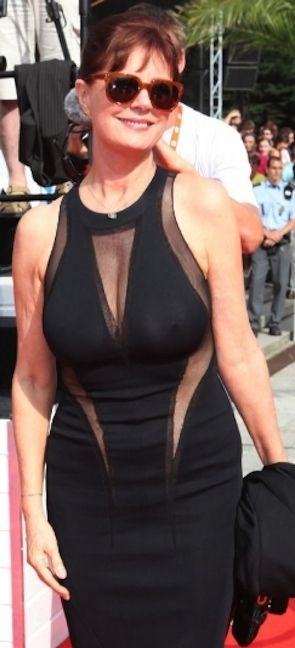 susan-sarandon-shows-boobs-through-black-see-through-dress-hot-older-woman-with-natural-breasts-65-years-old.jpg (295×648)